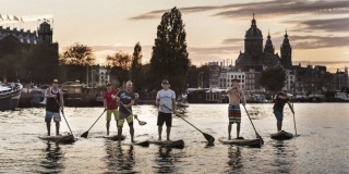 Amsterdam 2015 - Robby Naish et ses amies sur le canal