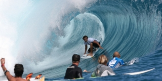 Bede Durbidge - Billabong Pro Tahiti - Teahupoo