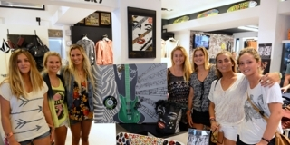 En balade dans un shop ! Swatch Girls Pro 2013 - Le Penon, Seignosse - Hossegor