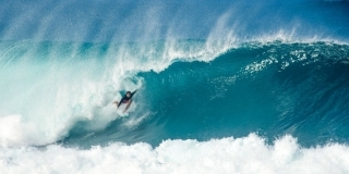 Julian Wilson - Pipeline, North Shore d'Oahu - Hawaii