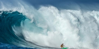 Keala Kennelly - Jaws - Peahi, Maui
