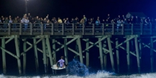 Surf de nuit, Flagler Beach, Floride, USA