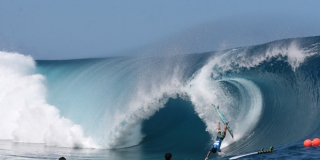 Tuamata Puhetini, big wipe-out - Billabong Pro Tahiti - Teahupoo