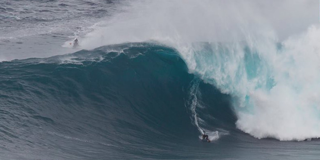 Ian Walsh sur une bombe à Jaws - Hawaii'