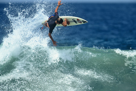 Kelly Slater, Puerto Escondido, 1991 - © Mike Balzer