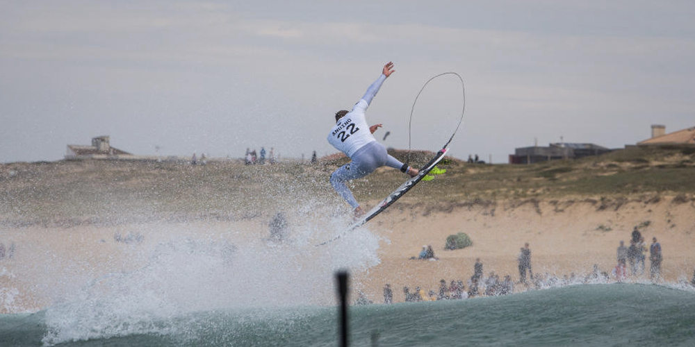 Kolohe Andino on air - Quiksilver Pro France 2015