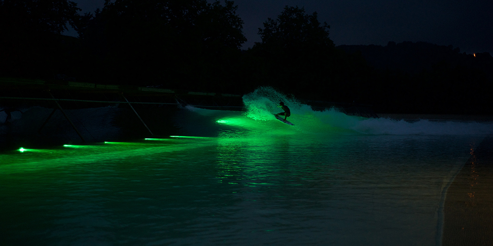Session de nuit sur le Wavegarden'
